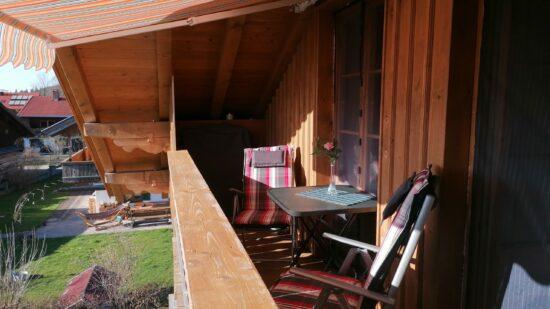 Gemütliche Sitzecke auf dem Balkon